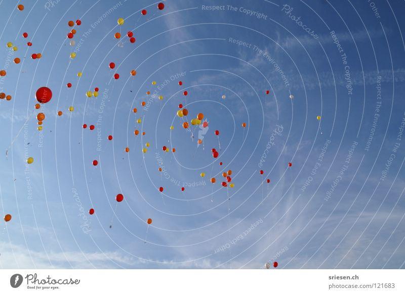 ...auf'm Weg zum Horizont... Himmel blau rot Freude Ferien & Urlaub & Reisen Wolken gelb Freiheit Luft Raum Wind Luftverkehr Luftballon Unendlichkeit aufsteigen