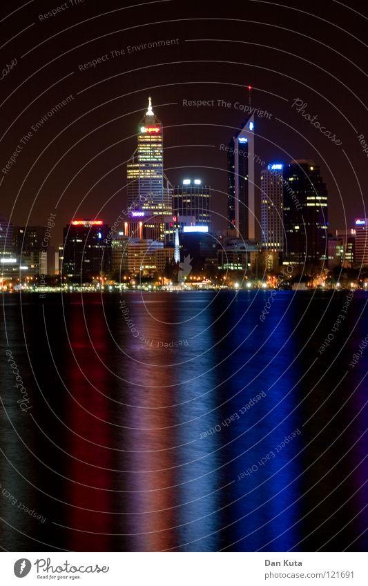 Perth @ night #4 Wasser blau Ferne Lampe träumen nass groß Hochhaus hoch Macht Bankgebäude Niveau violett fantastisch Spiegel Skyline