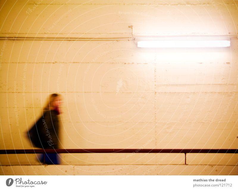 STAY A WHILE! PLEASE Frau Stadt schön Farbe gelb Tod dunkel kalt Wand Bewegung Haare & Frisuren Stein Metall Lampe Zeit Raum