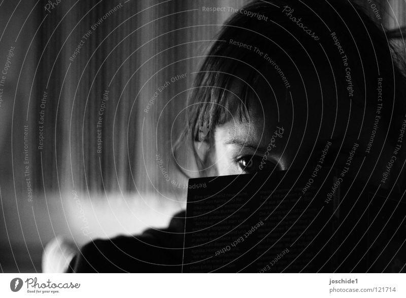 Momentaufnahme Geister u. Gespenster Frau außergewöhnlich lesen Gesicht Auge