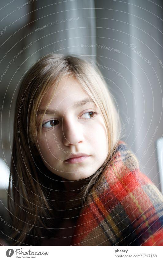 Heller Kopf feminin Mädchen Gesicht 1 Mensch 8-13 Jahre Kind Kindheit Haare & Frisuren brünett Scheitel Denken Gefühle Sehnsucht Fernweh Frieden Gelassenheit