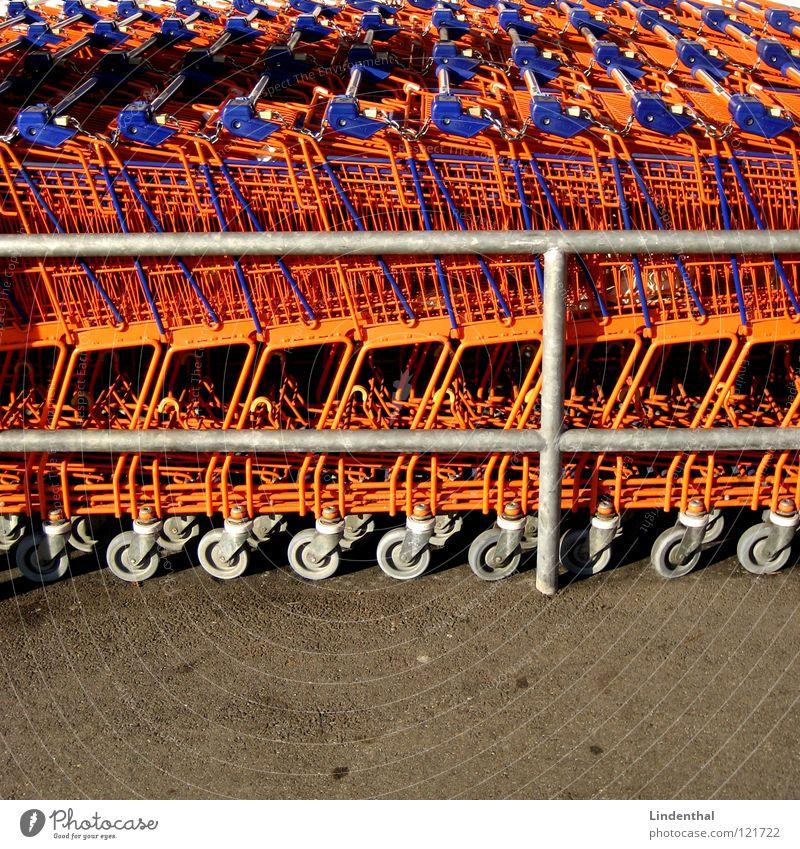 CARTS Ladengeschäft Supermarkt Wagen Einkaufswagen Industrie cart einakufen buy Markt orange reih komprimiert
