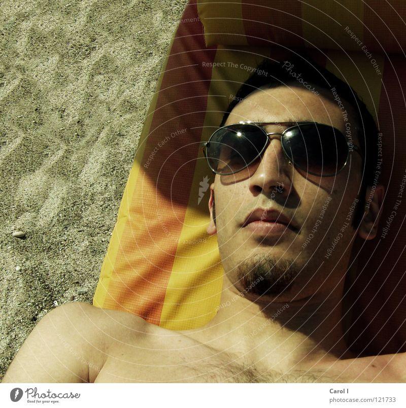 ready for take off? Mann Ferien & Urlaub & Reisen schön Sommer Erholung Freude Strand schwarz Gesicht lachen Haare & Frisuren Sand liegen braun maskulin Haut