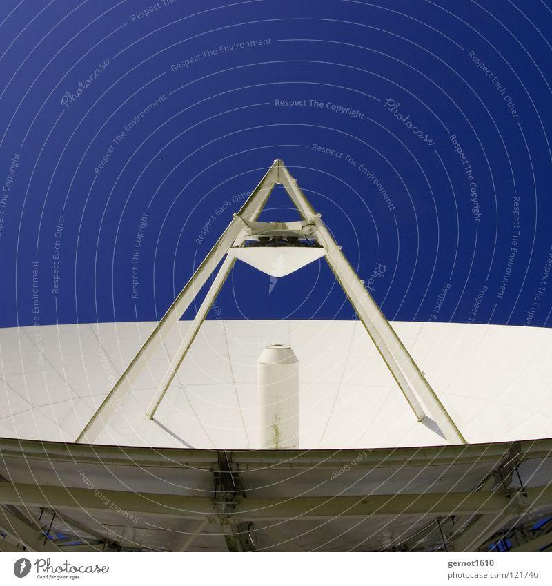 Schüsselpyramide senden Sendgericht hören live Datenübertragung Suche finden Satellitenantenne Fernsehen Radioteleskop Teleskop High-Tech Funktechnik