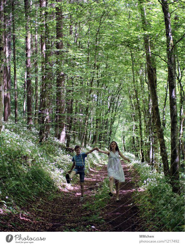 We keep this love in a photograph Mensch Kind Natur Jugendliche Sommer Freude Mädchen Wald Frühling Bewegung Junge Glück lachen gehen Zusammensein Freundschaft
