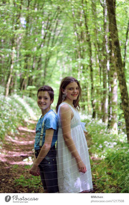 <3 Junge Junge Frau Jugendliche Geschwister Kindheit 2 Mensch 8-13 Jahre Natur Sommer Wald Kleid Hosenträger stehen frei Zusammensein Glück schön blau grün weiß