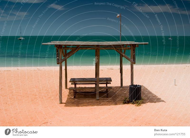 Schattenspender Wasser Himmel rot Freude Strand Ferien & Urlaub & Reisen Wolken Freiheit träumen Wärme Sand Fröhlichkeit Sträucher Wüste Physik fantastisch