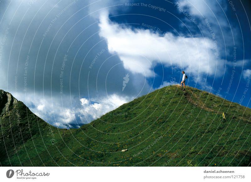 auf und ab Gipfel Hügel Wolken Wiese Sommer aufsteigen Schweiz Berner Oberland wandern Bergsteigen Freizeit & Hobby Ausdauer weiß Hochgebirge Schweiß Ziel