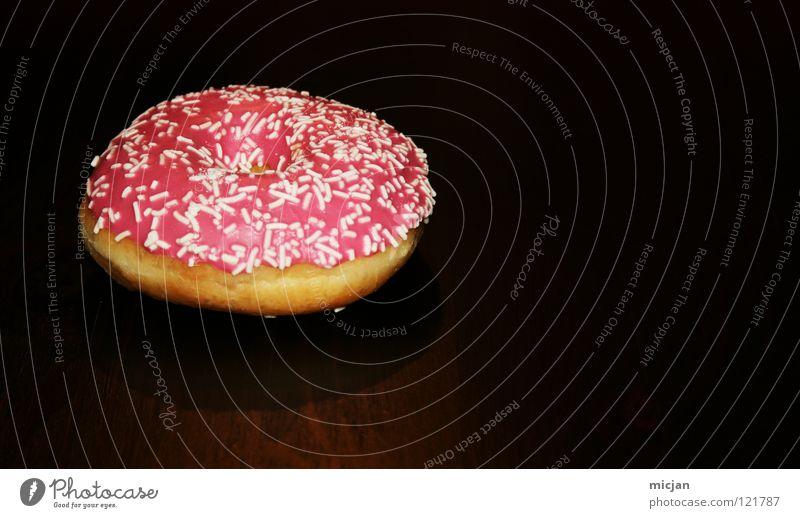 Möhrendockingstation weiß Freude Farbe schwarz Holz Regen rosa Lebensmittel Ernährung Tisch süß Appetit & Hunger Süßwaren lecker Kuchen Loch