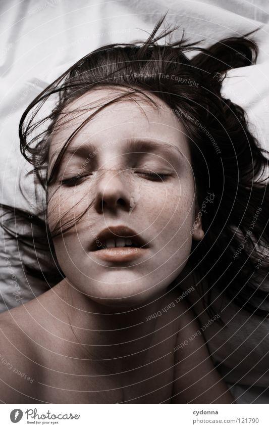 Siehst Du mich, seh' ich Dich I Frau Mensch schön ruhig Leben feminin Gefühle Stil Bewegung träumen Haare & Frisuren Kopf Traurigkeit Mund schlafen Beautyfotografie