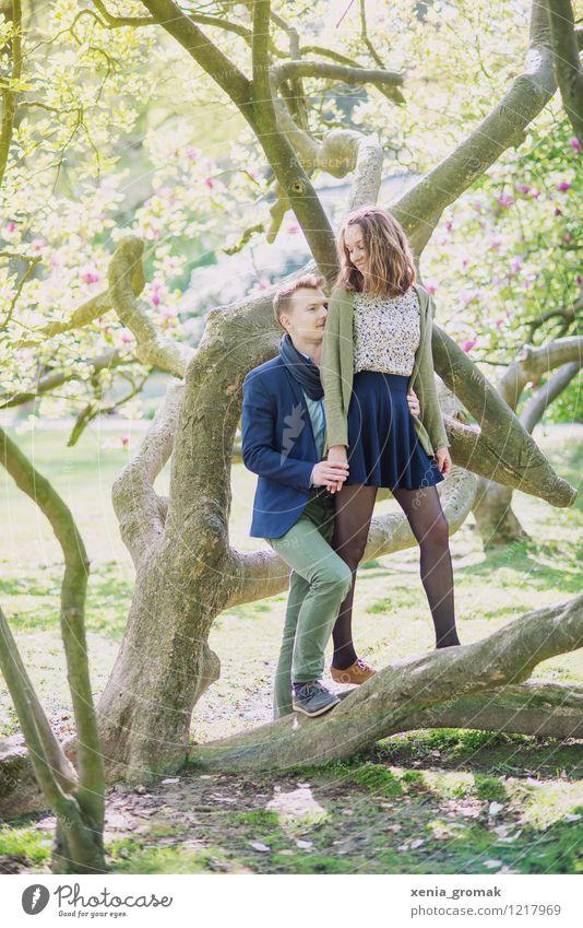 Romantik Mensch Natur Jugendliche Sommer Erholung 18-30 Jahre Erwachsene Umwelt Leben Frühling Liebe Glück Lifestyle Paar Zusammensein Freundschaft