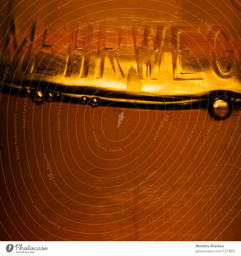 Mehrweg Wasserflasche Mineralwasser Sauerstoff Kohlensäure Lebewesen Wassertropfen Getränk Erfrischung prickeln PE-Flaschen erleuchten herzförmig Momentaufnahme
