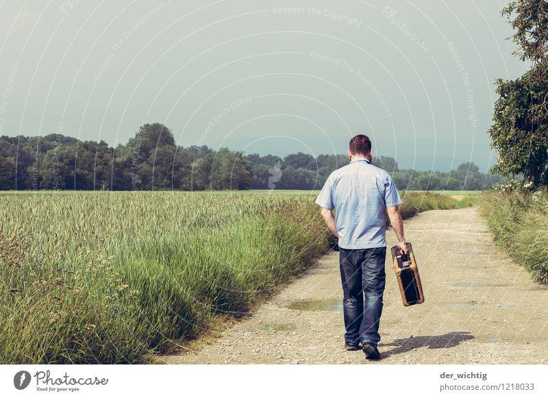 leaving home 3 Mensch Natur Ferien & Urlaub & Reisen Mann blau grün Sommer Sonne Baum Einsamkeit Landschaft Erwachsene gehen Horizont maskulin Feld
