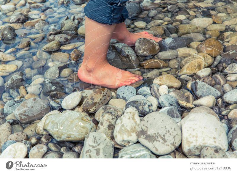 barfuss wasserläufer Mensch Ferien & Urlaub & Reisen Sommer Freude Junge Glück Freiheit Garten Beine Stein Fuß Freizeit & Hobby Tourismus wandern Ausflug