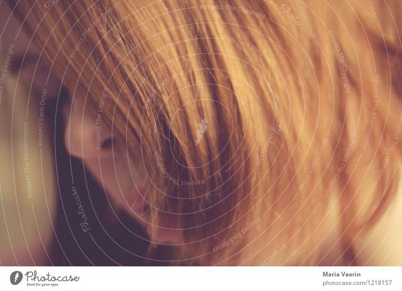 Haarig Mensch Jugendliche Junge Frau Einsamkeit Erotik 18-30 Jahre Erwachsene Gefühle natürlich feminin Haare & Frisuren träumen genießen weich Sehnsucht