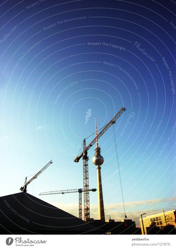 Alex Himmel Berlin Arbeit & Erwerbstätigkeit Architektur Baustelle Kran Berliner Fernsehturm Alexanderplatz himmelblau himmelgrün