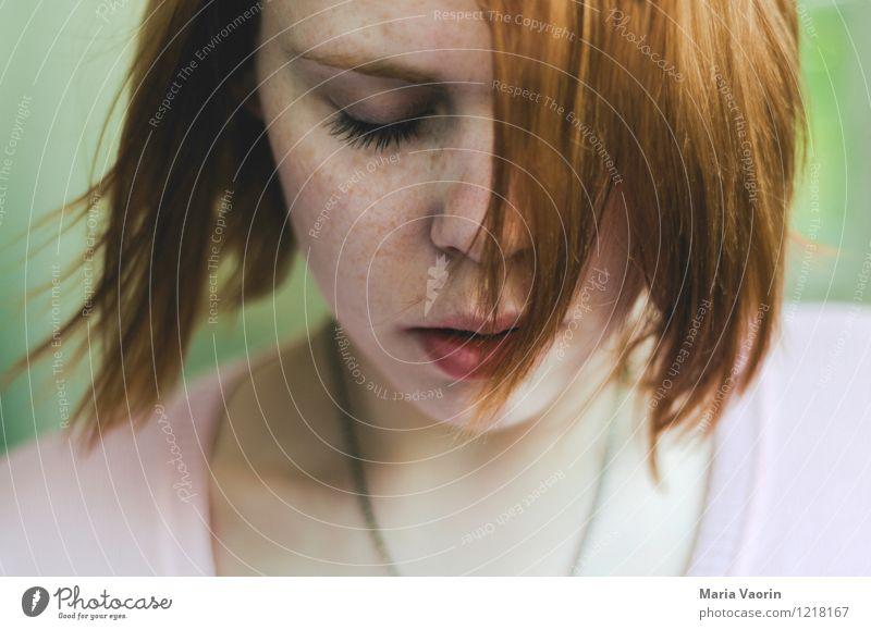 Wind im Haar Mensch feminin Junge Frau Jugendliche 1 18-30 Jahre Erwachsene Haare & Frisuren rothaarig langhaarig genießen träumen authentisch nah natürlich
