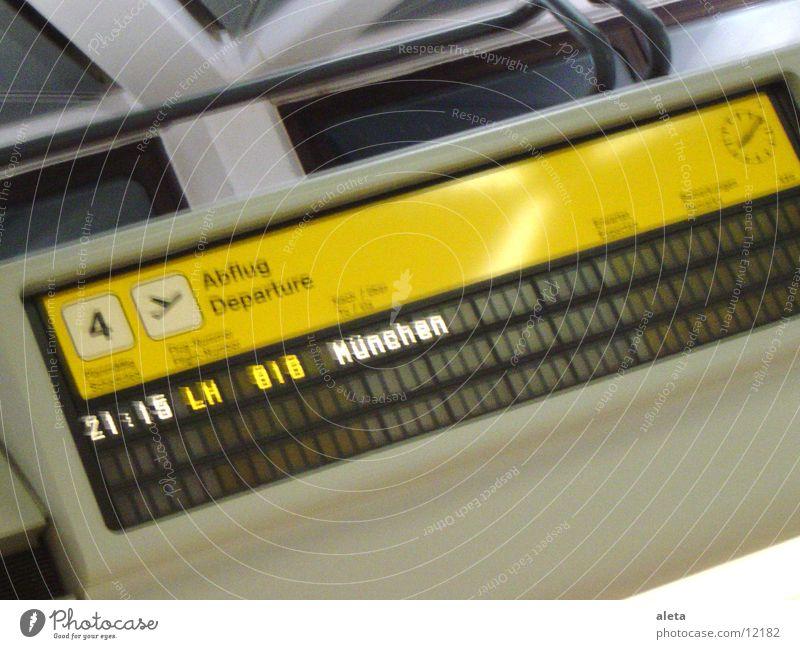 Flughafen Berlin - München Ferien & Urlaub & Reisen schwarz gelb träumen Tourismus Luftverkehr Europa Ausflug München Flugangst Abheben Flughafen Anzeige Abflughalle einchecken Flughafen Berlin-Tegel