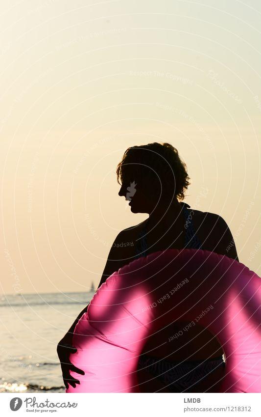 Pink Sundown III/III Mensch Frau Ferien & Urlaub & Reisen Jugendliche schön Sommer Junge Frau Sonne Meer Freude Strand Erwachsene feminin rosa Horizont
