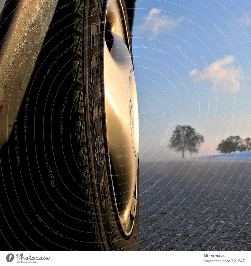 Heiligs Blechle Winter Schneelandschaft Nachmittag Nachmittagssonne Abend Abendsonne Straße Nebel Straßenbelag KFZ PKW Reifen Rad Radkappe Himmel Landschaft