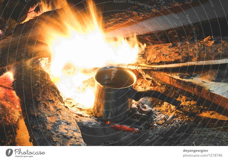 Feuer in der Natur Freizeit & Hobby Ferien & Urlaub & Reisen Tourismus Abenteuer Camping Sommer wandern Mann Erwachsene Umwelt Landschaft Wald dunkel heiß