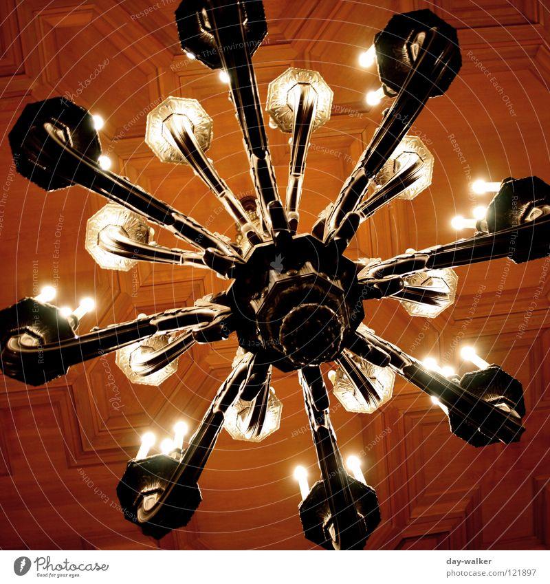Glanz & Glamour Haus Lampe Raum Beleuchtung glänzend Glas Energiewirtschaft Elektrizität Dekoration & Verzierung Reichtum Lagerhalle Decke Glühbirne Kristallstrukturen Villa Saal
