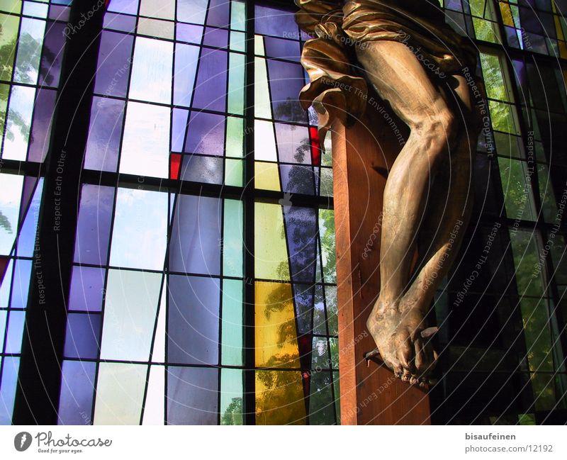 Missbrauchter Nagel Fenster Holz Religion & Glaube Beine Fuß Glas Hoffnung Christliches Kreuz Statue Gott Respekt Christentum Kruzifix Ausstellung