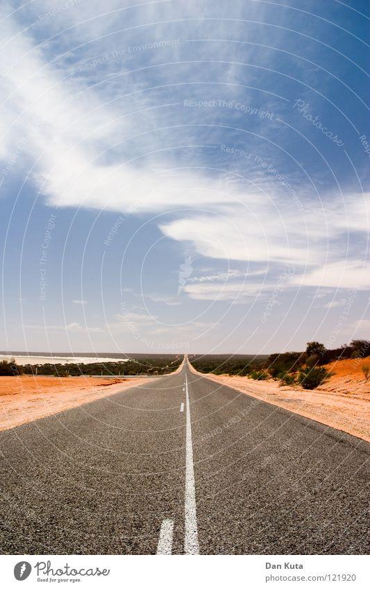 Weiter. Gerade. Aus. Tralien. Himmel blau rot Freude Ferien & Urlaub & Reisen Wolken Einsamkeit Straße Freiheit grau träumen Wege & Pfade Wärme Sand Linie braun