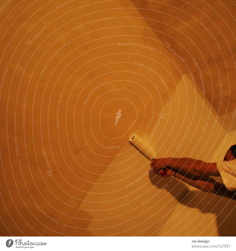 BIN ICH MALER ODER WAS??? streichen Farbanstrich Hand Finger Wand weiß grau Aktion Handwerk dunkel Design Konzentration Mann männer in aktion rollern malern