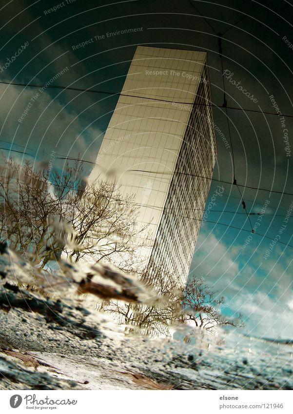 ::STRANGE MOMENTS:: träumen Haus Pfütze wirklich Nebel nass Herbst Hochhaus Gebäude Material Fenster live Block Beton Etage trist dunkel Leidenschaft Spiegel