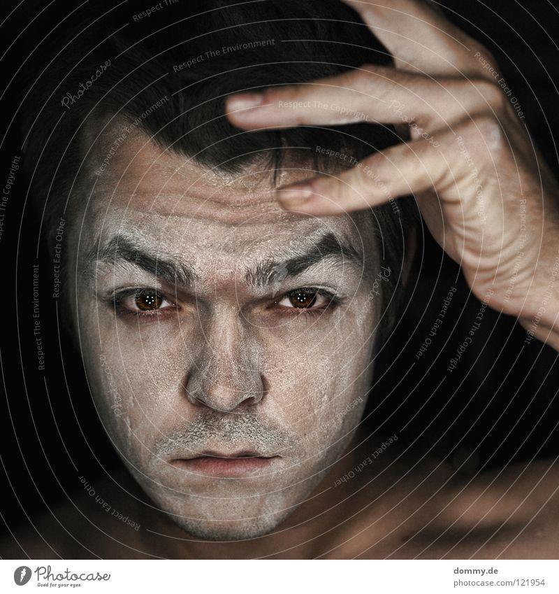 dusty Mann Kerl Augenbraue Wimpern Lippen Staub staubig weiß Finger Hand schwarz dunkel Porträt Bart Stoppel dommy thomas Gesicht face skin Haut Nase