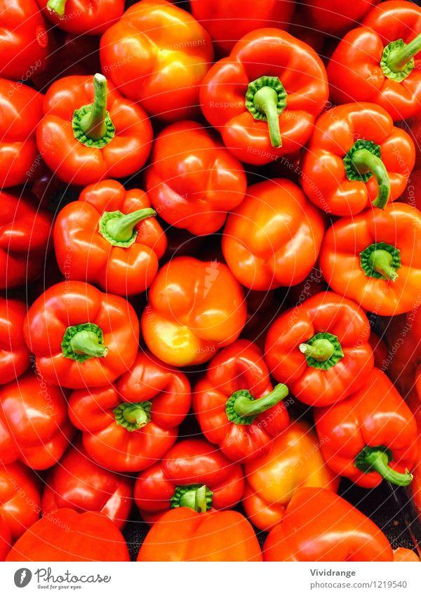 Rote und grüne Paprika Lebensmittel Milcherzeugnisse Gemüse Bioprodukte Vegetarische Ernährung Diät Wellness Nutzpflanze frisch Gesundheit hell natürlich orange