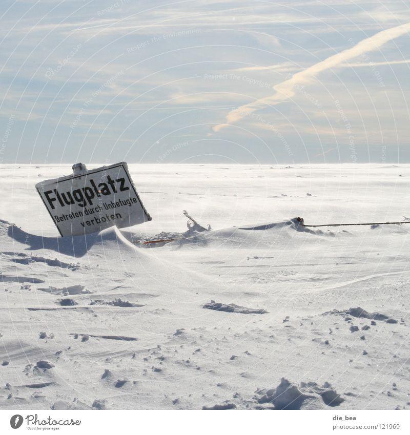 ... guten Start Himmel weiß Winter Einsamkeit kalt Schnee Landschaft fliegen Schilder & Markierungen Beginn Zaun Flugzeuglandung Barriere Flugzeug Flugplatz