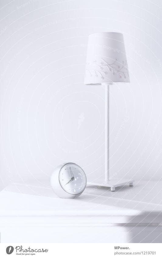 kurz vor acht Uhr Technik & Technologie Coolness hell Wecker Lampe weiß Nachttisch Möbel Uhrenzeiger Morgenmuffel Schlafzimmer Tischlampe Lampenschirm rund