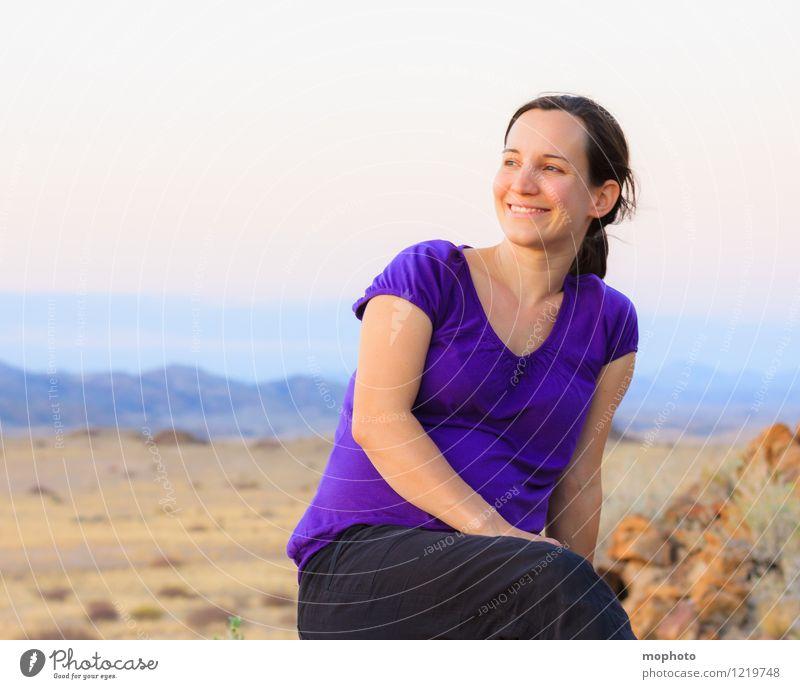 Portrait in Abendstimmung #3 Mensch Frau Natur Jugendliche Junge Frau Erholung Landschaft Freude Erwachsene gelb feminin Glück braun Stimmung Zufriedenheit sitzen