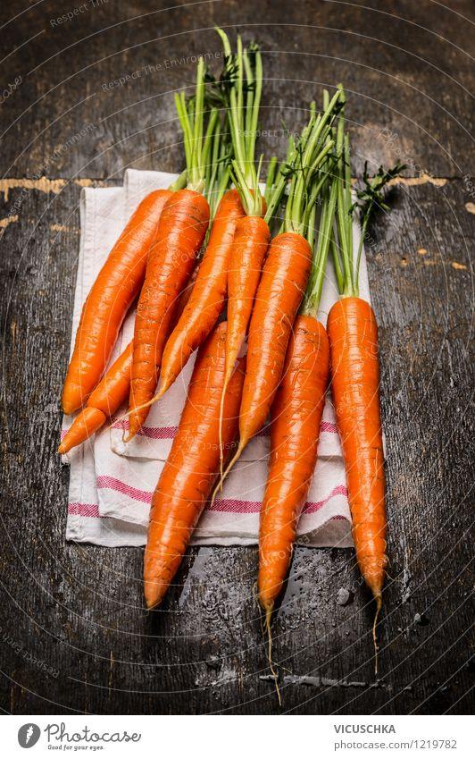 Frische Möhren auf rustikalem Holztisch Natur Gesunde Ernährung gelb Leben Stil Essen Foodfotografie Garten Lebensmittel Design frisch Ernährung Küche Gemüse Ernte Bioprodukte