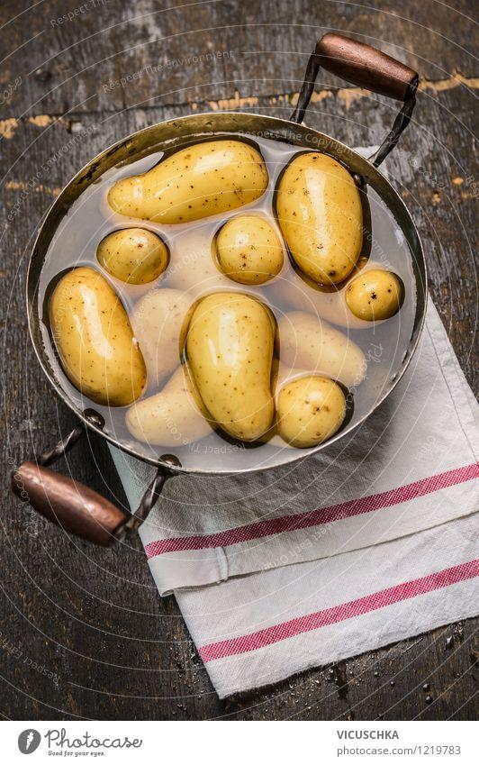 Junge Kartoffeln kochen alt Wasser Gesunde Ernährung gelb Leben Stil Lebensmittel Design frisch Tisch Küche neu Gemüse Bioprodukte Abendessen