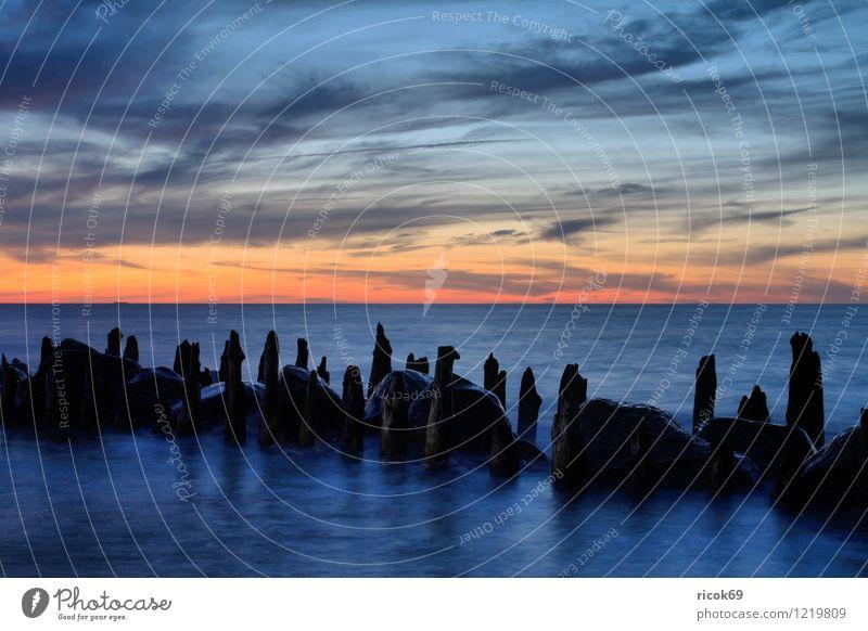 Abendlicht Ferien & Urlaub & Reisen Strand Meer Natur Landschaft Wasser Wolken Sonnenaufgang Sonnenuntergang Küste Ostsee Stein alt blau Romantik Idylle Ziel