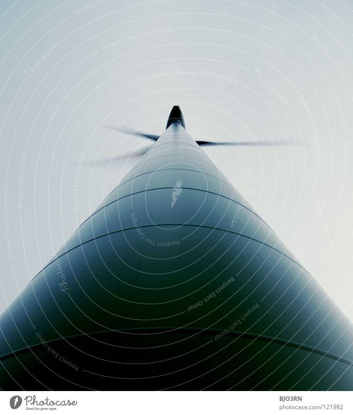 propellerHead Wolken Elektrizität regenerativ alternativ Energiewirtschaft Windkraftanlage Triebwerke Außenaufnahme vertikal Menschenleer