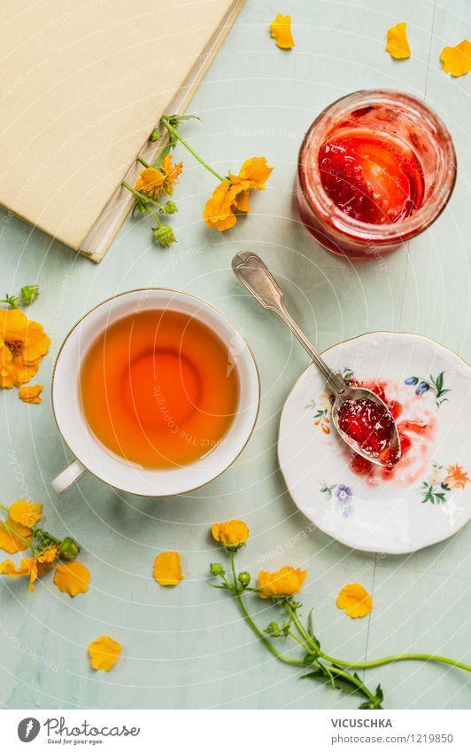 Tee, Marmelade, Buch und Blumen. Sommer Frühstück. Natur Haus gelb Leben Innenarchitektur Stil Hintergrundbild Lebensmittel Design Ernährung Tisch Getränk retro