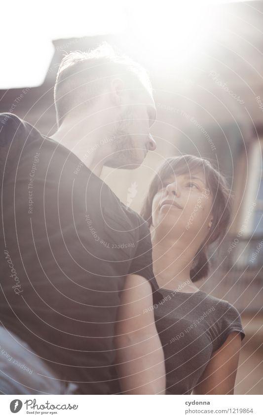 Zu zweit Lifestyle Leben harmonisch Mensch Junge Frau Jugendliche Junger Mann Paar Partner 18-30 Jahre Erwachsene Gebäude Beginn Beratung Partnerschaft