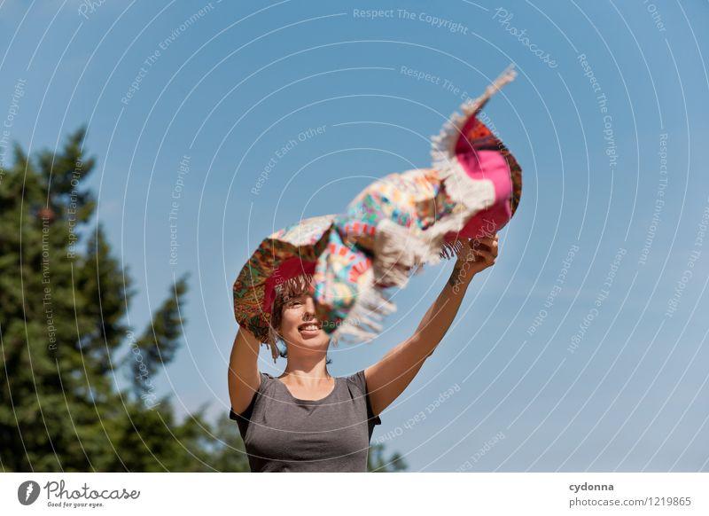 Ausbreiten Gesundheit Leben Wohlgefühl Erholung ruhig Mensch Junge Frau Jugendliche 18-30 Jahre Erwachsene Wolkenloser Himmel Frühling Sommer Wind Baum Beginn