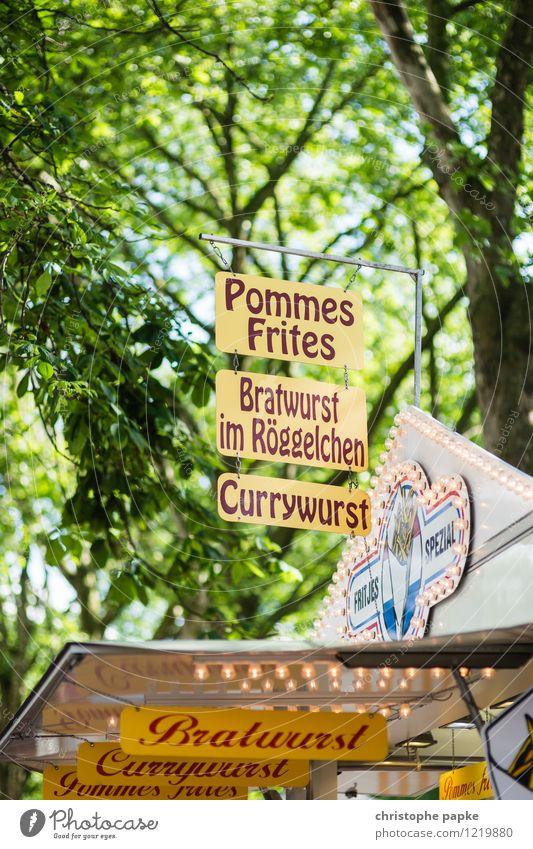 Wer anderen eine Bratwurst brät... Lebensmittel Wurstwaren Ernährung Freizeit & Hobby Jahrmarkt Schriftzeichen Schilder & Markierungen genießen Currywurst
