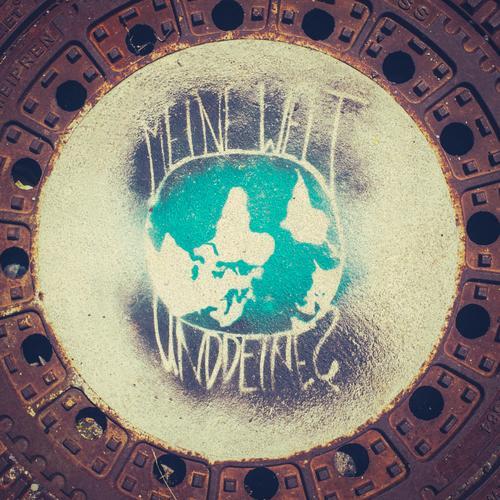 Die Welt steht Kopf Ferien & Urlaub & Reisen Reisefotografie Umwelt Leben Graffiti Lifestyle klein Erde Freizeit & Hobby Schriftzeichen Kreativität rund