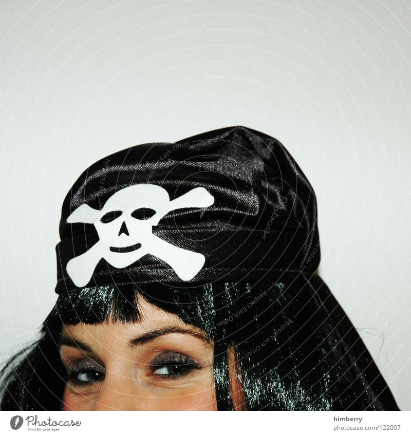 abgetaucht Frau Freude Gesicht Auge Haare & Frisuren Kopf Maske Karneval Momentaufnahme Pirat verkleiden Tarnung Perücke senken Kapern
