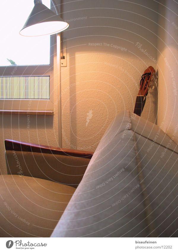 Versteckte Musik Lampe Wand Fenster Ecke Häusliches Leben Sofa Gitarre Wohnzimmer