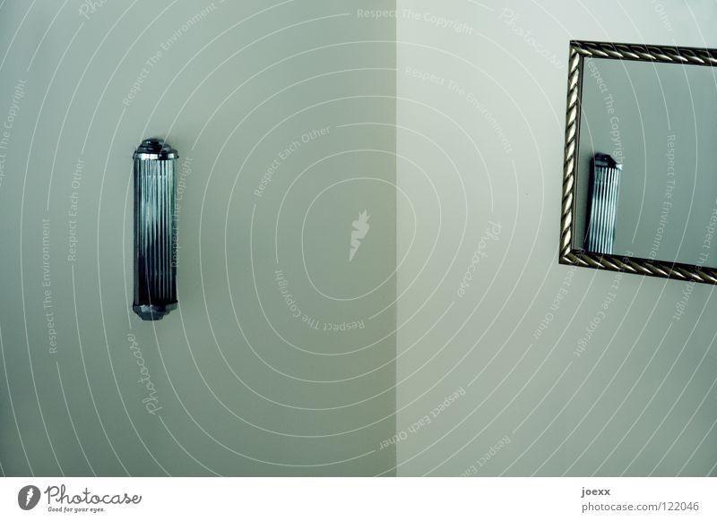 Lichtverhältnis Lampe kalt Wand Raum Beleuchtung Glas elegant gold verrückt Ecke Spiegel Innenarchitektur Reichtum edel Rahmen