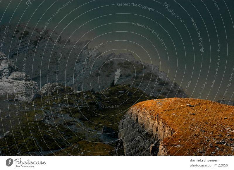 1000 Meter tiefer Gipfel aufsteigen dramatisch Schweiz Berner Oberland wandern Bergsteigen gefährlich Freizeit & Hobby Ausdauer weiß grau Hochgebirge