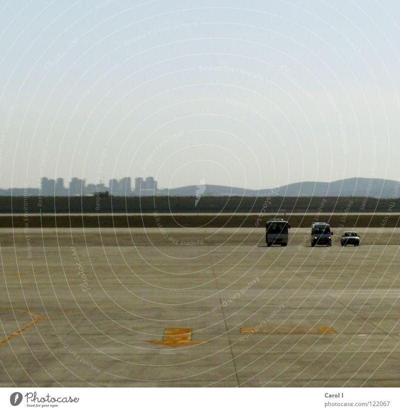 allzeit bereit Einsamkeit Spielzeug stehen Flugzeug Horizont Ferien & Urlaub & Reisen Istanbul Türkei Beton Landeplatz abholen Ferne Bildaufbau Beginn