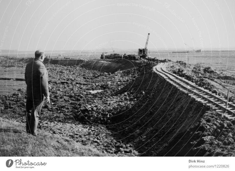 Deichbau Mensch Mann alt Erwachsene Küste Sand Horizont maskulin 45-60 Jahre warten planen historisch Vergangenheit Gleise Handwerk Arbeiter